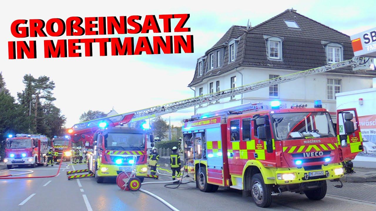 [STADTALARM FEUERWEHR METTMANN] - Anbau brannte an Haus in voller Ausdehnung   Gebäude in Gefahr -