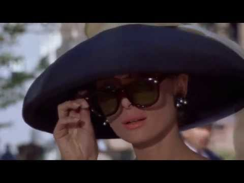 Breakfast at Tiffany's - Cab Whistle and Audrey Hepburn Sunglasses Pulldown (2)