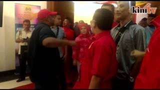 Ali Tinju usir penentang Umno, pekik 'Hidup Najib'