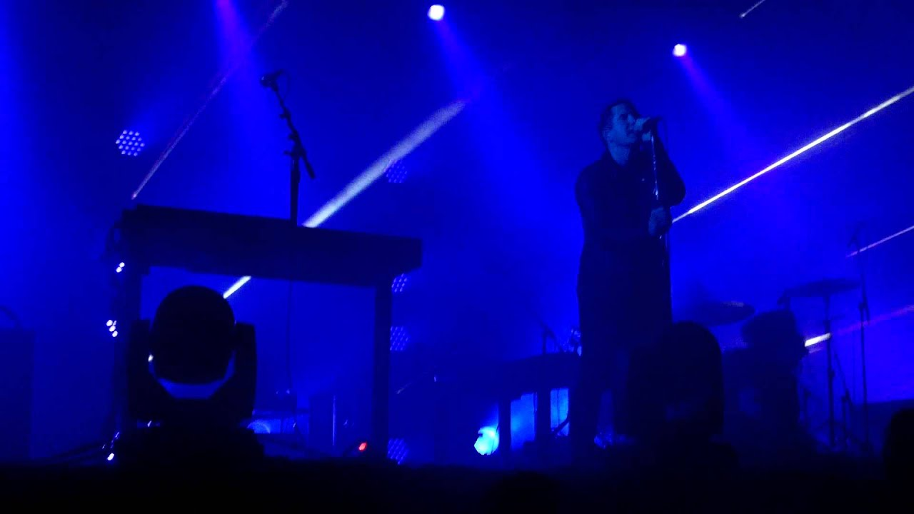 Nine Inch Nails - Beside You In Time - live - YouTube
