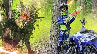 ГИГАНТСКОЕ ДЕРЕВО в Лесу против Дениса и Дианы - Nerf Gun Game