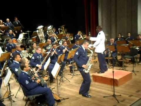 Hey Jude. solo do Sax....Concerto da banda da BAFZ - YouTube