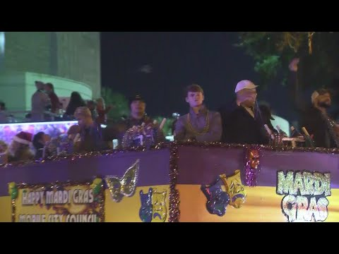 Dollar General Bowl parade rolls through Downtown Mobile
