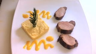 Solomillos de cerdo caramelizados con miel y naranja, servidos con salsa de albaricoque