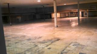 A vacant Giants grocery store