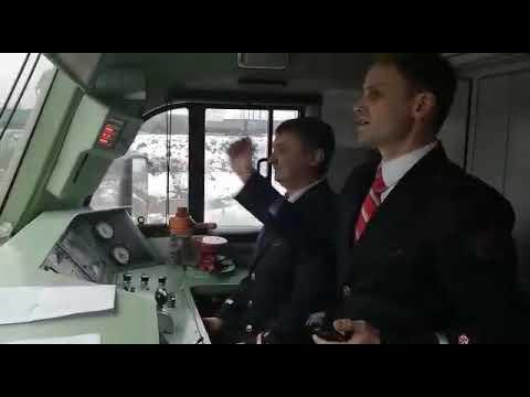 Так проводится минута готовности между помощником машиниста и машинистом.