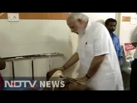 PM Modi visits injured in Kerala