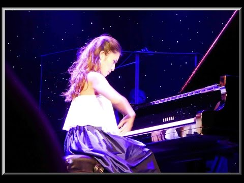 Cruise South Pacific, Oct 30, 2016 Vietnamese Pianist performs on the HAL