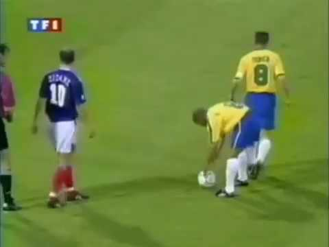 Lagend Roberto Carlos Best Goal   Free Kick Goal vs France Tournoi de France 1997