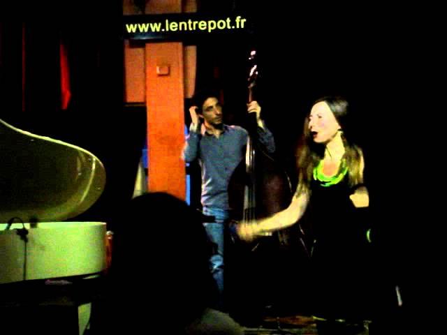 Flo Zink chante Sweet Paris à l'Entrepôt avec Cyril Adda au piano
