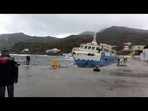 Ship in danger! - Το Παναγία Σπηλιανή κινδυνεύει μες το λιμάνι της Νισύρου