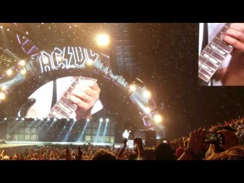 Angus Young guitar solo