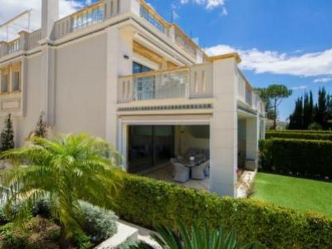 2 millions d euros gagner en soleil une maison moderne r alisez vos projets en espagne. Black Bedroom Furniture Sets. Home Design Ideas