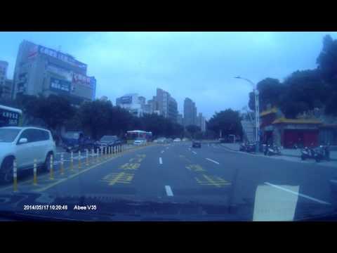 Idiot Mercedes driver crashes his car in Taipei