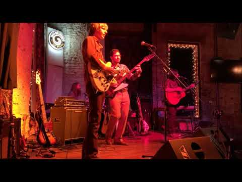 The Travelin' Band performing Have You Ever Seen The Rain Mp3
