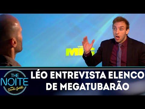 Léo Lins entrevista elenco do filme Megatubarão | The Noite (08/08/18)