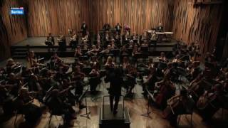 Mozart in the Jungle S02E05 Concert in Mexico