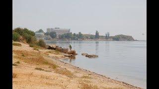 Где купается рабочий люд в Керчи?