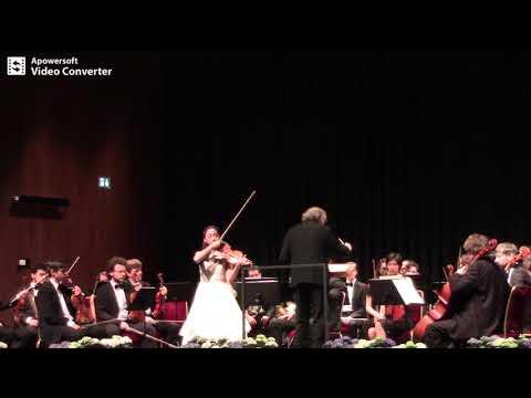 Elli Choi is performing the Sibelius Violin Concerto