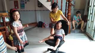 Những đứa con trong gia đình - Hỏi xoáy đáp xoay