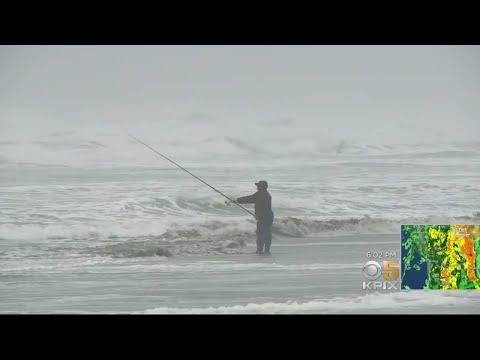 Despite High Surf Warnings, Hundreds Still Strolled Ocean Beach thumbnail