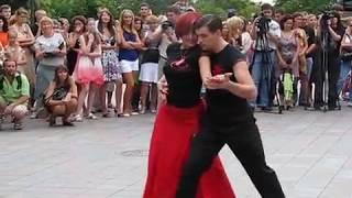 Урок аргентинского танго на Думской площади, часть 1.