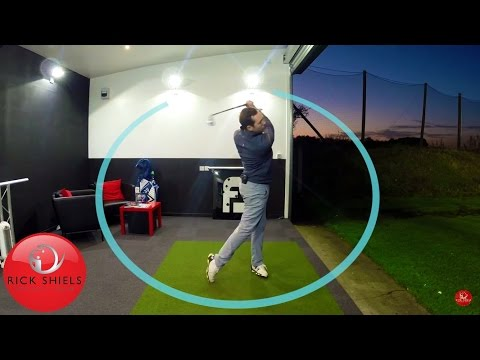 HOW TO SWING A GOLF CLUB