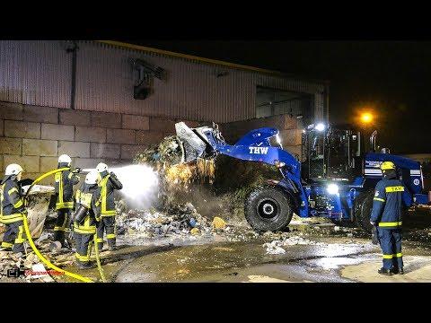 [Feuer auf Recyclinghof] THW unterstützt Feuerwehr Köln bei langwierigem Einsatz | 01.05.2018