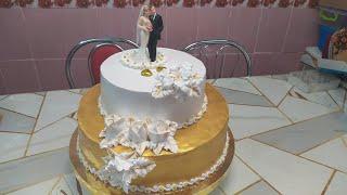 Свадебный торт Бело золотое оформление