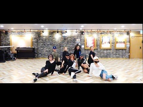 """청하(CHUNG HA) - """"Hands On Me"""" 안무 영상 (Dance Practice)"""