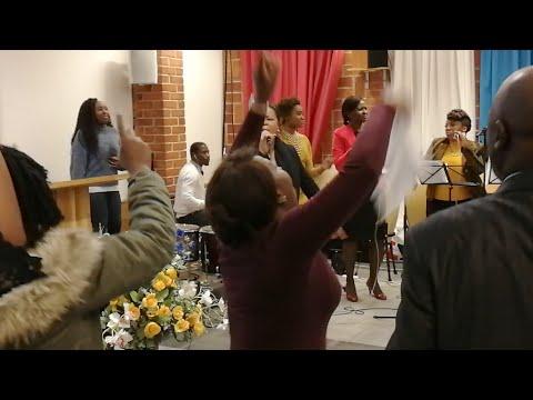 Sandra Mbuyi - Medley (Louange & adoration)
