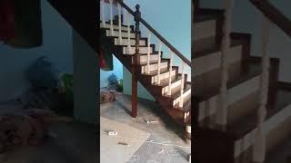 Обзор лестницы с пригласительными ступенями.