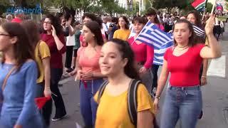 Γέμισε χρώματα και μουσική η Καλαμάτα με την παρέλαση του Διεθνούς Φεστιβάλ Χορωδιών