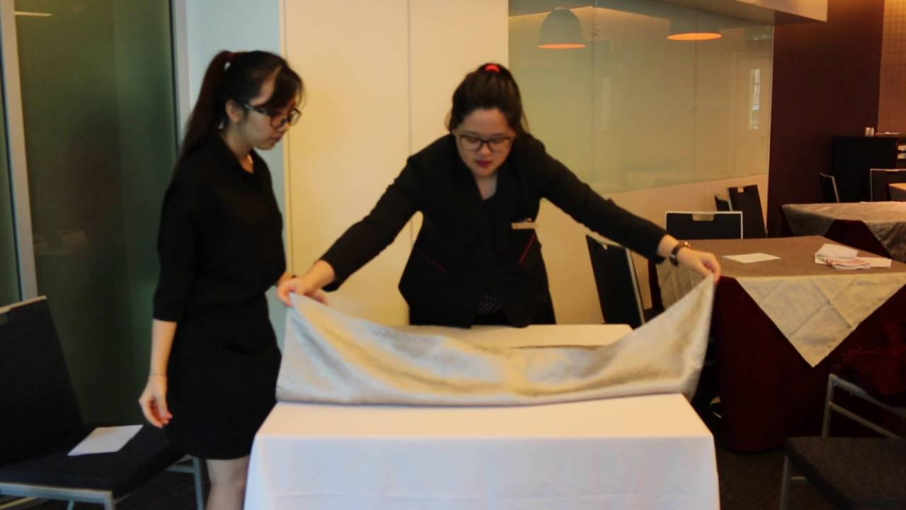 Conduct Training Steven Loh How To Laying Table Cloth