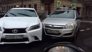 """808-ой """"подбил"""" 606-ого! Столкновение двух легковушек на улице Радищева."""