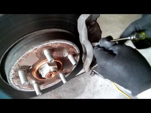 2011 Honda CRV Front brake pads and rotors/ Передние тормоза