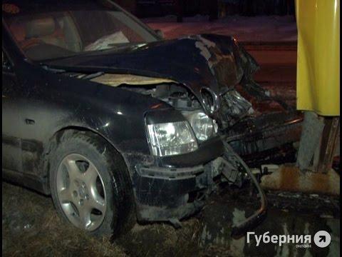 В информационный стенд хабаровской АЗС врезался неопытный водитель.MestoproTV