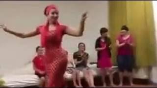 Женщина в красном.. Как ты прекрасна!