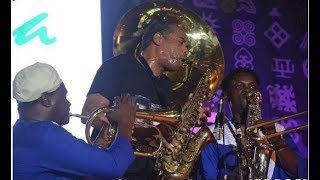 felas sonfemi kuti breaks guiness record as he blows one note for over 5mins at felabration 2017