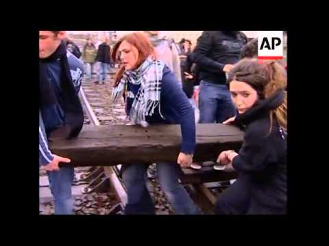 students block rails in paris in protest against employment law youtube. Black Bedroom Furniture Sets. Home Design Ideas
