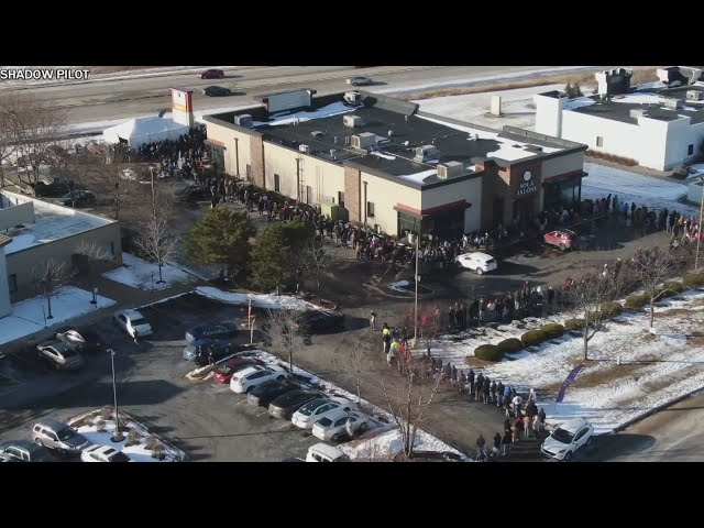 Thousands of eager customers rush to Rockford dispensary to purchase legal marijuana
