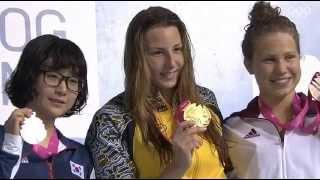 Церемония награждения  200 метров брассом на II летних юношеских Олимпийских играх 2014 года