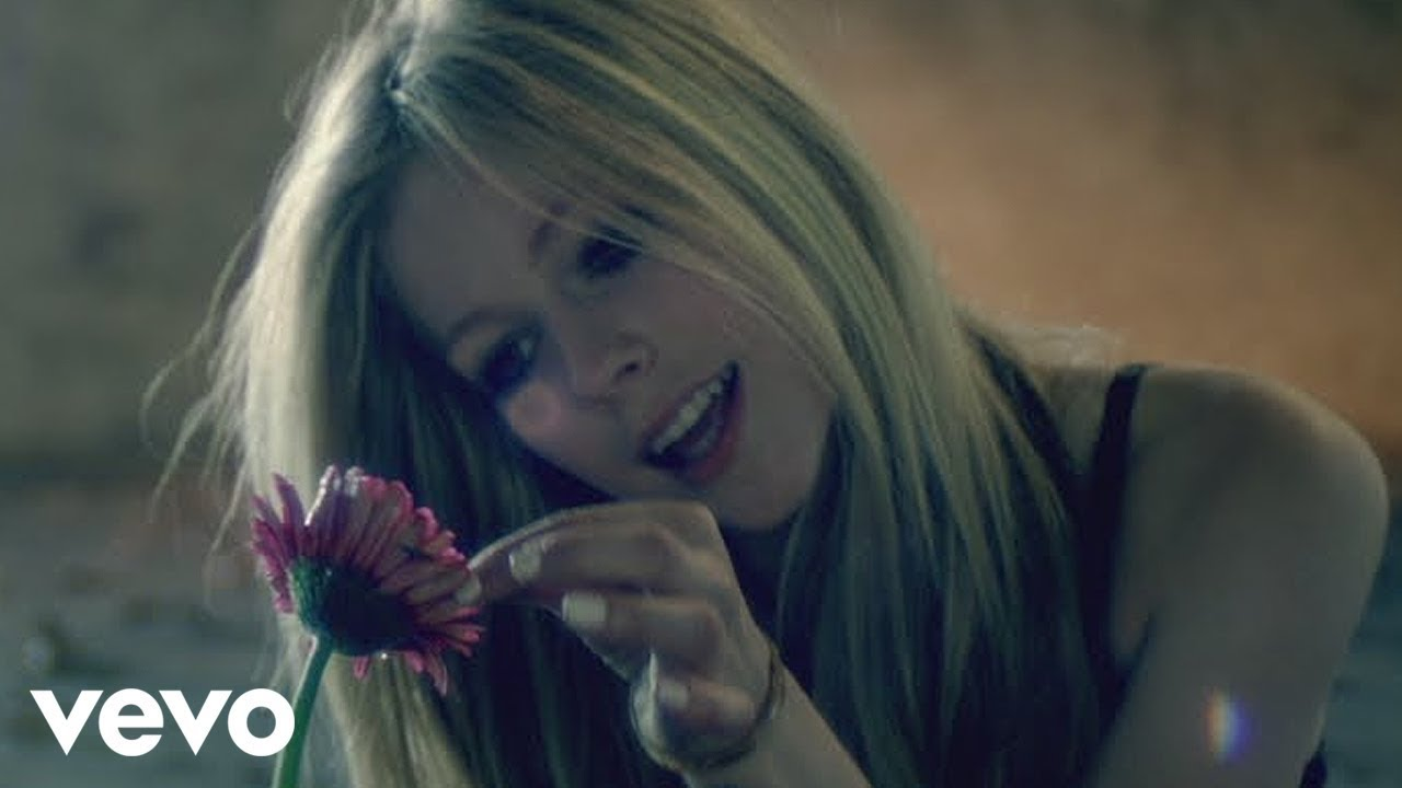 Arti Lirik dan Terjemahan Avril Lavigne - Wish You Were Here