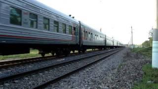 Поезд едет