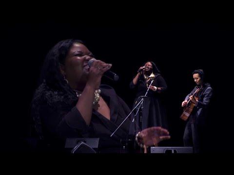Shun Ng & the Shunettes (feat. Deon Mose) - The Christmas Song
