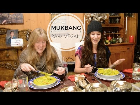 Vegan Mukbang // Coconut Curry // Vlogmas 2