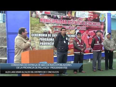 Alex Lara V. alcalde de Conchucos en la entrega de Cocina Peru