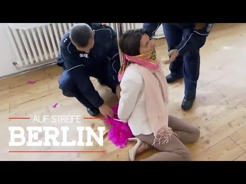 Mysteriöses Tanz-Casting: Frau an Stange gefesselt | Auf Streife - Berlin | SAT.1 TV