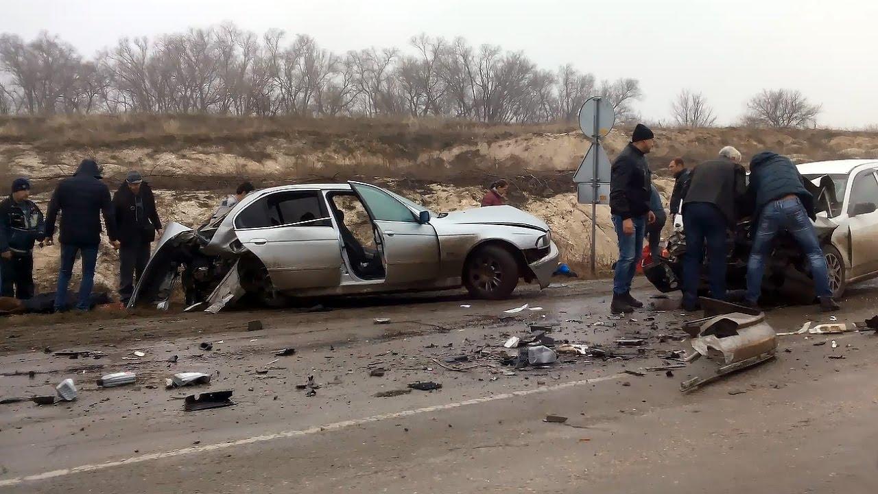 Очень тяжёлая авария.  Три машины.  Пострадавшие. Very severe accident