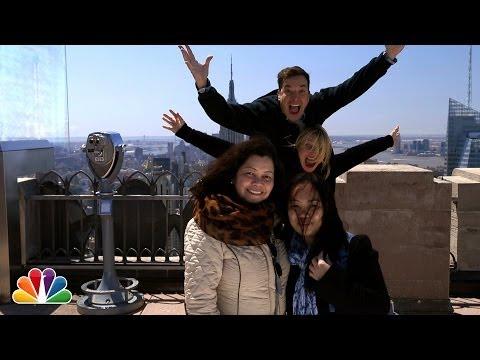 "Watch Cameron Diaz & Jimmy Fallon ""Celebrity Photobomb"" Tourists"